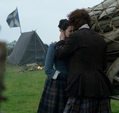 It'll be alright Claire. I'll see you safe. Claire Fraser, Jamie Fraser, Jamie And Claire, Outlander Casting, Outlander Book, Starz Series, Tv Series, Scottish Warrior, Diana Gabaldon Outlander Series