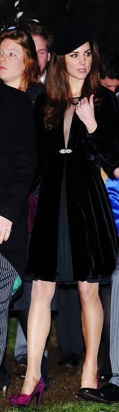 She wore a black ISSA dress and Libélula velvet jacket. She topped off the outfit with a black felt beret from Whiteley Fischer.