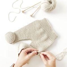 Cómo hacer una Polaina d punto para bebé - Patrón y Tutorial - Knitting TechniquesKnitting HatCrochet BlanketCrochet Bag Baby Knitting Patterns, Baby Boy Knitting, Knitting For Kids, Baby Patterns, Knit Baby Pants, Knitted Baby Clothes, Baby Leggings Pattern, Knit Leggings, Baby Pullover