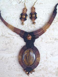 Tigereye macrame set. Statement macrame necklace por ARTofCecilia