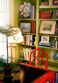 28 Trendy home library green shelves Green Shelves, Book Shelves, Interior Exterior, Interior Design, Green Library, Chippendale Chairs, Home Decoracion, Bookshelf Styling, Bookshelf Decorating