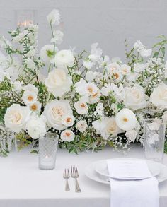 Floral Wedding Centerpieces Planning and Tips - Love It All Wedding Flower Decorations, White Wedding Flowers, Wedding Flower Arrangements, Wedding Centerpieces, Floral Wedding, Wedding Bouquets, Wedding Table Flowers, Elegant Flowers, Centrepieces