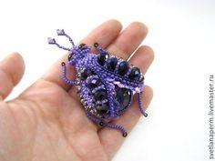 """Брошь """"Жук"""" - фиолетовый,бисер,стразы,Вышивка бисером,плетение,жук,брошь"""