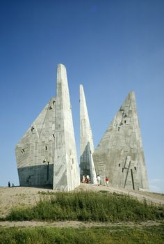 Heimkehrerdenkmal (1966-67) in Friedland, Germany, by Hans Wachter & Martin Bauer