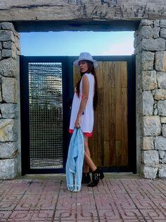 Look de entretiempo con vestido blanco y botines – Mi cóctel de moda – Ibiza fashion blogger & influencer