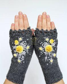 Knitted Fingerless Gloves Dark Grey Yellow White Gray