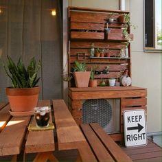 みんなの室外機を隠すアイデアがスゴい Broken Pot Garden, Backyard Projects, Japanese Design, Lovely Shop, Interior Design Living Room, Diy Design, Kitchen Decor, Diy And Crafts, Sweet Home