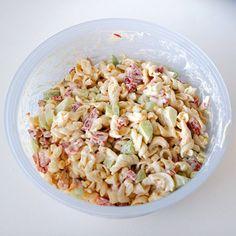 Egy finom Sajtos tésztasaláta almával ebédre vagy vacsorára? Sajtos tésztasaláta almával Receptek a Mindmegette.hu Recept gyűjteményében!