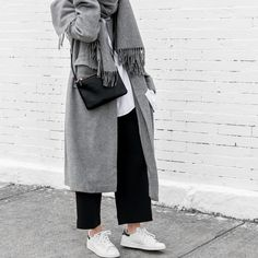 The Staple Sneaker - MooiPic Modern Hijab Fashion, Street Hijab Fashion, Hijab Fashion Inspiration, Muslim Fashion, Fashion Outfits, Modest Dresses, Modest Outfits, Simple Outfits, Casual Hijab Outfit