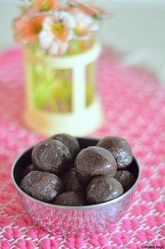 Creative saga...: Raagi laddoo /sweetened finger millet flour balls recipe