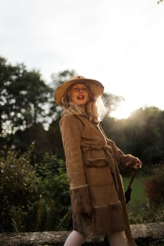#girl #sister #hat #fashion #influence #light #photo #photography #fashion #umbrella #fur #coat