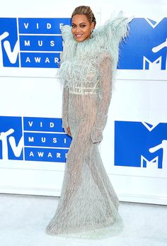 Beyonce in Francesco Scognamiglio at the MTV VMAs red carpet