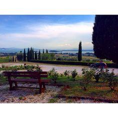 E con questa vista lago incredibile, vengo accolta #altrasimeno! @borgotorale photo di @macciottina