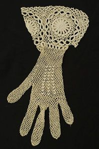 Crochet lace wide gauntlet gloves, 1910s.