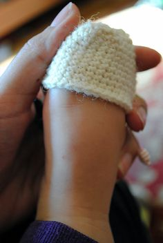 Toe-Up sock Techniques. How to fit socks for any age, infant to adult, without a pattern! Free crochet instructions.