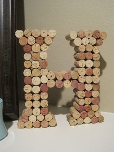 DIY Wall Letters and Initals Wall Art - Wine Cork Letters - Cool Architectural Letter Projects for Living Room Decor, Bedroom Ideas. Wine Craft, Wine Cork Crafts, Bottle Crafts, Wine Cork Projects, Craft Projects, Wine Cork Letters, Monogram Letters, Floral Letters, Creative Crafts