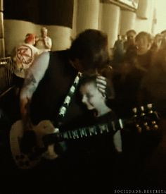 Frank Iero and a young fan.... *muffled screaming*