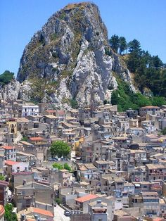 Hundreds of houses built side by side. Caltabellotta, Province of Agrigento, Sicily , Italy Italy Vacation, Italy Travel, Cool Places To Visit, Places To Go, Travel Around The World, Around The Worlds, Sicily Italy, Verona Italy, Puglia Italy