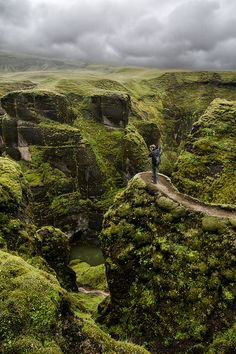 hiking Fjaðrárgljúfur Canyon, Iceland