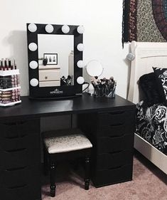 black beauty Room - 20 Best Makeup Vanities & Cases for Stylish Bedroom Vintage Makeup Vanities, Vanity Makeup Rooms, Makeup Room Decor, Makeup Table Vanity, Vanity Room, Vanity Ideas, Vanity Tables, Vanity Set, Black Vanity Desk