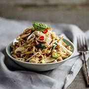 Cold Noodle Salad with Pan-Fried Tofu Clean Eating Recipes, Cooking Recipes, Masterchef Recipes, Vegetarian Recipes, Healthy Recipes, Vegetarian Cookbook, Good Food, Yummy Food, Vegan Dishes
