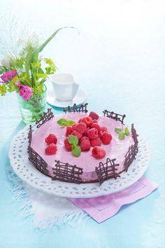 Vadelmajuustokakku | K-ruoka #roosanauha #herkku Pie Recipes, Cooking Recipes, Cheesecakes, Birthday Cake, Sweets, Baking, Party, Desserts, Food