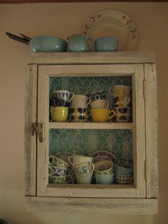 arabia,astiat,vanha ikkuna,tapetti,keittiö,keittiön pikkutavarat,unelmientalojakoti,tuunausidea,vanha ikkunanpoka,kanaverkko,vintage tapetti