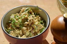 Ein leckerer und einfacher Low Carb Hähnchensalat mit Ei. Sehr kohlenhydratarm…