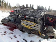 LR Defender 110 Алексея Лукина (позывной Satan) проходит торфянник на зимних покатушках в Смоленской области. Февраль 2012