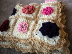 Amazing crochet baby blanket! - Beautiful! I would love to make something like this!