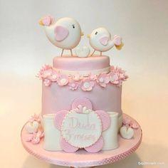 مینی کیک فانتزی جشن تولد دخترانه با تم پرنده های عاشق صورتی