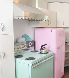 Are you kidding me?! pastel teal stove, scalloped range hood, and a pastel pink refrigerator? IN LOVE<3