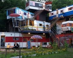 incredible!!! Container Shop, Container Cabin, Trailer Park, Unusual Buildings, Container Architecture, Sims House, Shipping Container Homes, Park Homes, Hostel