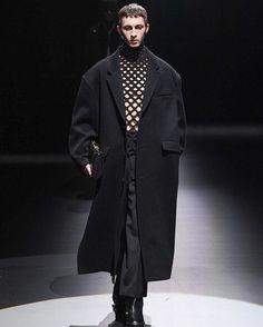 Men Fashion Show, Mens Fashion, Duster Coat, Jackets, Moda Masculina, Down Jackets, Man Fashion, Fashion Men, Men's Fashion Styles
