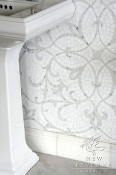 Marabel stone mosaic in polished Calacatta Tia and Thassos | New Ravenna