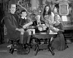 The Munsters publicity photo at Christmas The Munsters Cast, Marilyn Munster, The Thorn Birds, Christmas Episodes, Christmas Tv Shows, Susan Dey, Yvonne De Carlo, Nasa Photos, Family Tv
