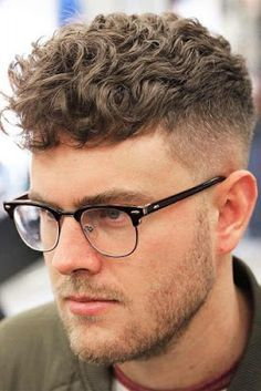 We have created a photo gallery featuring trendy crew cut hair ideas. Crew cuts are both practical and work great for any face shape, so check out our post! Wavy Hair Men, Curly Hair Cuts, Short Hair Cuts, Curly Hair Styles, Messy Short Hair, Trendy Mens Haircuts, Popular Mens Hairstyles, Boy Hairstyles, Men's Haircuts