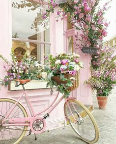 Best European style homes revealed. The Best of shabby chic in Dreamy Bathroom & Kitchen Remodel Ideas Is a Must in Summer Homes Latest Interior Design Ideas. Best European style homes revealed. The Best of shabby chic in Pretty In Pink, Beautiful Flowers, Beautiful Soul, Decoration Shabby, Everything Pink, Belle Photo, Flower Arrangements, Shabby Chic, Photos
