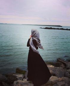 Keep your beauty in your faith, not in your face. Niqab Fashion, Muslim Fashion, Fashion Muslimah, Hijabi Girl, Girl Hijab, Beautiful Muslim Women, Beautiful Hijab, Hijab Style, Hijab Chic