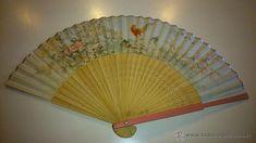 antiguo abanico chino. motivos de pajaros y flores. filo plateado.