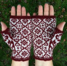 These mittens/halfmittens are named after my grandmother. It is the first pattern in a series of mittenpatterns that will be named after strong women in my family. Wrist Warmers, Strong Women, Fingerless Gloves, Ravelry, Knitted Hats, Sewing Crafts, Knit Crochet, Arts And Crafts, Fair Isles