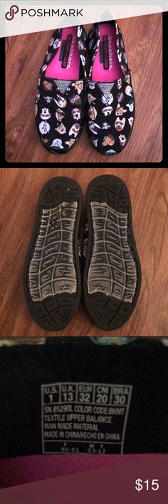 Girls Sketchers memory foam insole sz 1 with dogs Sketchers  Memory foam  Dog print Black with dogs Used condition but clean Girls size 1 Skechers Shoes Sneakers