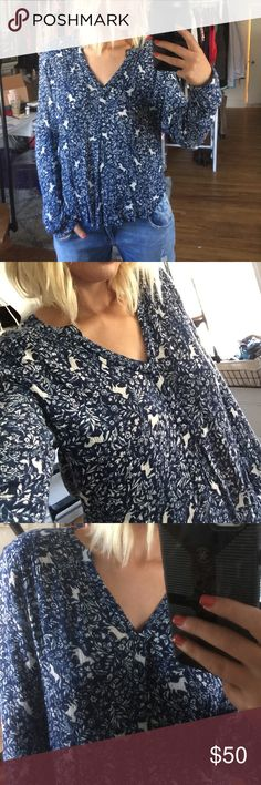 Hinge Long Sleeve Top Love this Nordstrom Hinge long sleeve print top with a v neck! Flowy and perfect to wear with absolutely anything. Nordstrom Tops Blouses