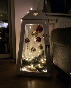 Cheap and Simple DIY Outdoor Christmas Decorations Ideas - .- Günstige und einfache DIY Outdoor Weihnachtsschmuck Ideen – Laternen Cheap and Easy DIY Outdoor Christmas Decorations Ideas – Lanterns - Decoration Christmas, Noel Christmas, Christmas Centerpieces, Rustic Christmas, Halloween Decorations, Christmas Crafts, Christmas Ornaments, Holiday Decor, Diy Halloween