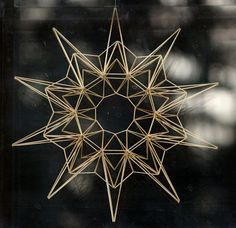 The site is in Finnish - used dried stems of Deschampsia cespitosa (tufted hairgrass) and string this snowflake/star together with thread (not sure what to use for a needle).  The author says that straw is too thick.