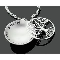 Ein wunderschönes Medaillon aus 925 Sterling Silber mit Ihren Wunschnamen und einem schönen 925 Sterling Silber Lebensbaum.Exklusive Baum des Lebens Kette mit Gravur von der Schmuckmarke GALWANI.
