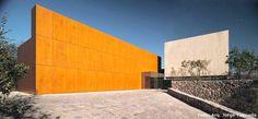 #CASAS - Non plus ultra  #México. Construida por Bernardo Gómez-Pimienta y Luis Enrique Mendoza para BGP arquitectura en una colina de ensueño en Monterrey, esta casa es el non plus ultra de un lujo inspirado en el entorno. Fotos: Jaime Navarro y Arq. Jorge Taboada (cedidas por el estudio)
