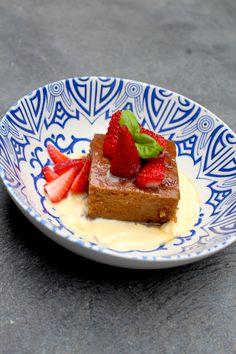 Gluten and dairy-free Malva Pudding - Domestic Goddesses Gluten Free Deserts, Gluten Free Cakes, Gluten Free Recipes, Vegan Recipes, Paleo Dessert, Delicious Desserts, Dessert Recipes, Yummy Food, Dinner Recipes