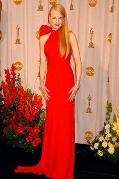 Uno de los más elegantes de la lista: el vestido rojo de Ghesquiére para Balenciaga que lució Nicole Kidman en 2007.