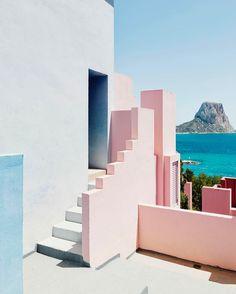 'La Muralla Roja' behind the lens of the photographer Gregori Civera @gregori_civera . #minimalzine